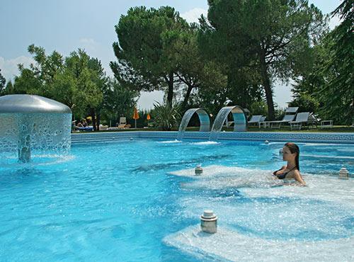Piscine termali immersioni di benessere hotel neroniane for Piscina olimpia prezzi